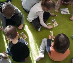 4-latki w Wypożyczalni